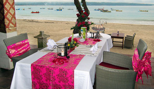Romantic dinner at Jimbaran Bay